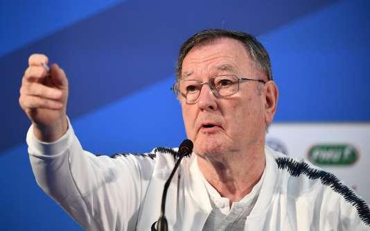 Philippe Tournon, ici lors d'une conférence de presse à Istra, a intégré le staff des Bleus pour la première fois à l'Euro 1984.