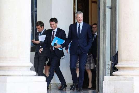« Le gouvernement entend recentrer la gamme des produits d'épargne autour de trois produits. » (Photo: Benjamin Griveaux (au centre), porte-parole du gouvernement, et Bruno Le Maire, ministre des finances, le 18 juin.)