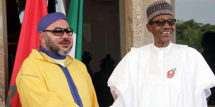 Le roi du Maroc, Mohammed VI, et le président nigérian, Muhammadu Buhari, à Abuja, le 2décembre 2016.