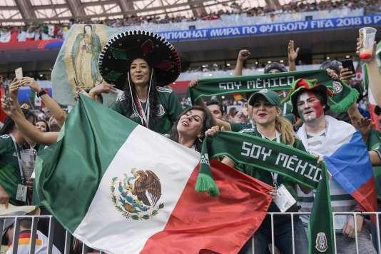 La joie des supporteurs mexicains après la victoire de leur équipe, au stade Loujniki, le 17 juin.