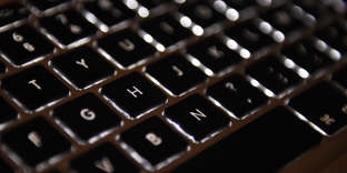 A picture taken on April 17, 2015 in Paris shows an Azerty keyboard of a laptop computer. AFP PHOTO / LOIC VENANCE / AFP PHOTO / LOIC VENANCE