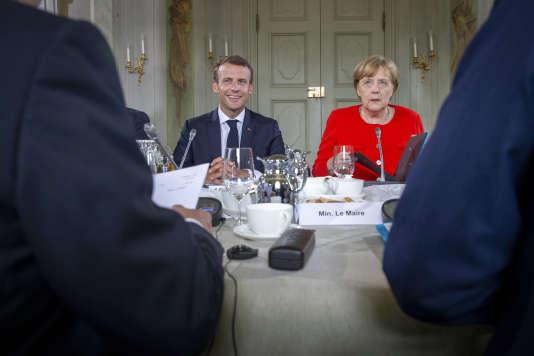 Le président Emmanuel Macron et la chancelière Angela Merkel participent au sommet franco-allemand au château de Meseberg, le 19 juin.