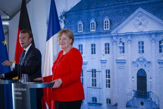 Emmanuel Macron et Angela Merkel donnent une conférence de presse commune durant un sommet franco-allemand au château de Meseberg,en Allemagne, le 19juin.