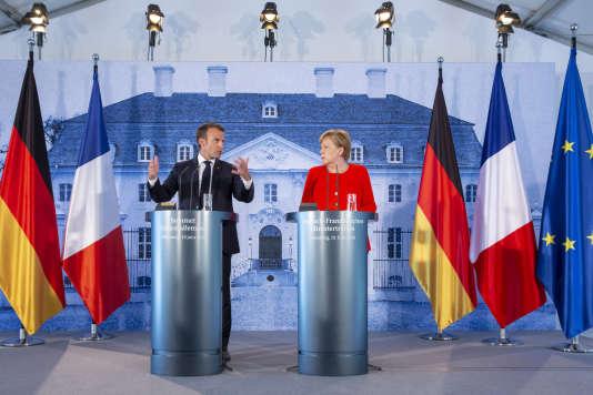 Emmanuel Macron et Angela Merkel donnent une conférence de presse durant le sommet franco-allemand au château de Meseberg, le 19 juin.