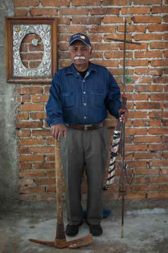 Marcos Contreras Roman, membre d'El Solecito, participe aux recherches,« Nous voilà enquêteur, légistes et piocheurs, car les autorités ne recherchent pas nos enfants ».
