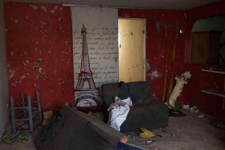 Des centaines d'impacts de balles tapissent les maisons du quartier Villa Rica. Dans la nuit du 27 au 28 février 2017, les échanges de tirs entre des narcotrafiquants et la marine ont duré trois heures, faisant deux morts et un blessé.