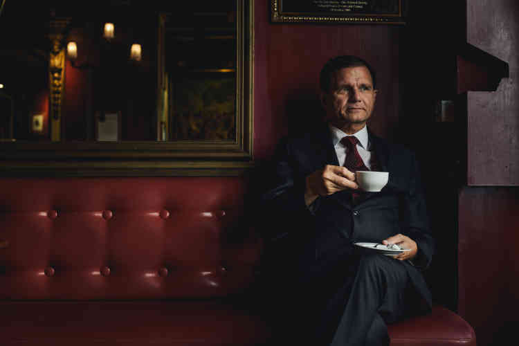 Eric Giroud, directeur du Procope : « Un bistrot, c'est un endroit simple, abordable, où on peut boire un café. Une convivialité entre clients qui se parlent en dégustant des plats simples, gastronomiques et copieux.»