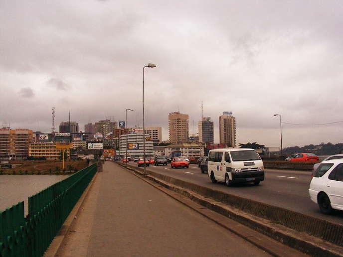 Le pont Charles-de-Gaulle d'Abidjan, en direction du quartier du Plateau.