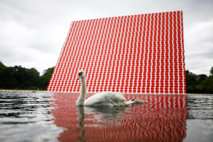 Le« mastaba» flottant de Christo installé à Hyde Park, à Londres, le 19 juin 2018.