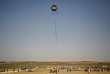 Le 8 juin, des manifestants ont lancé un cerf-volant contenant un produit inflammable depuis Gaza vers Israël.
