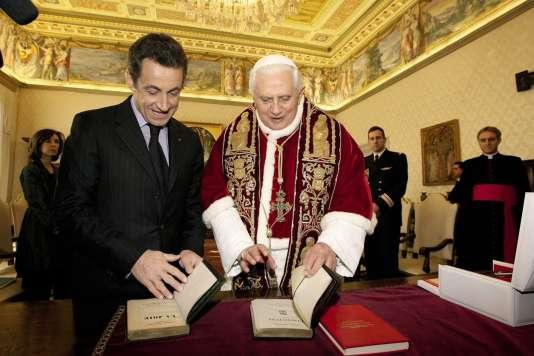 En 2007, Benoît XVI recevait Nicolas Sarkozy au Vatican (à droite). Une audience papale préparée en amont à la Villa Bonaparte, où se trouve l'ambassade de France près le Saint-Siège.