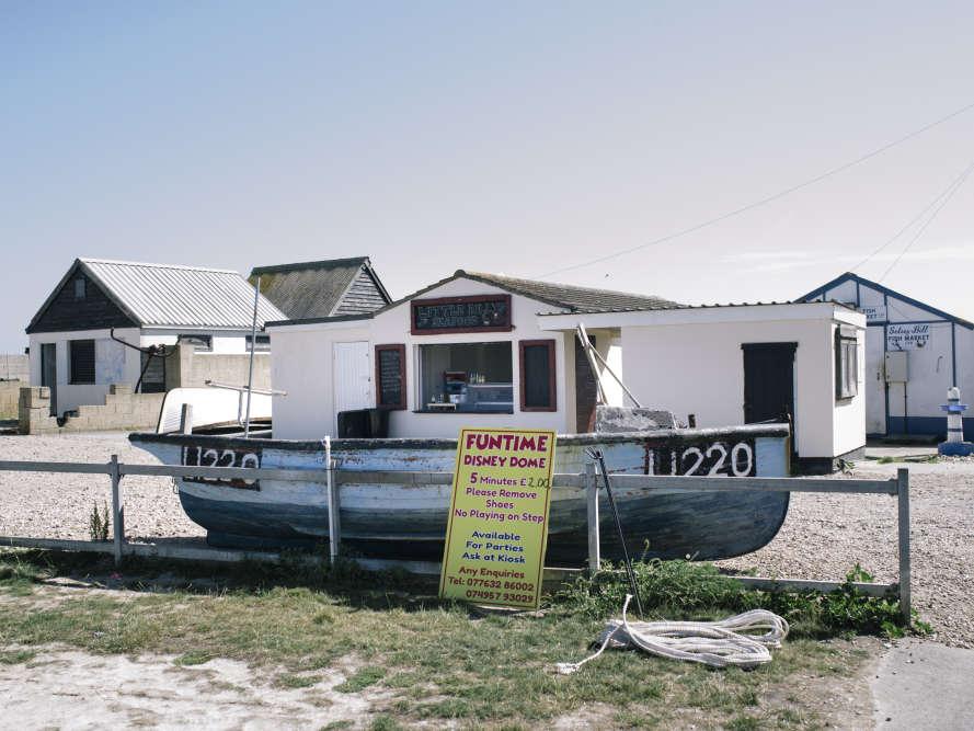 Selsey, gros bourg de 1800 habitants, près de Portsmouth, a longtemps été tourné vers la mer. Aujourd'hui, il reste douze bateaux de pêcheurs.