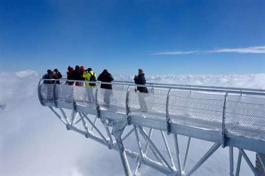 Un ponton de 12 mètres de long au-dessus de... rien.