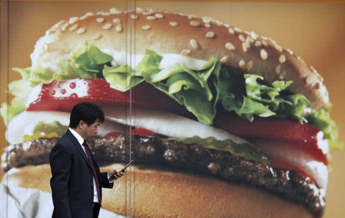L'urbanisation mondiale a favorisé un mauvais équilibre alimentaire, facteur d'augmentation des maladies non transmissibles.