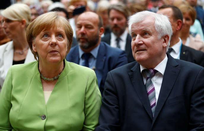 La chancelière allemande, Angela Merkel, et son ministre de l'intérieur, Horst Seehofer, à Berlin, le 20 juin.