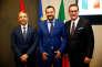 Le ministre de l'intérieur italienMatteo Salvini, entre son homologue autrichien Herbert Kickl et le vice-chancelier autrichien Heinz-Christian Strache, à Rome, le 20juin.