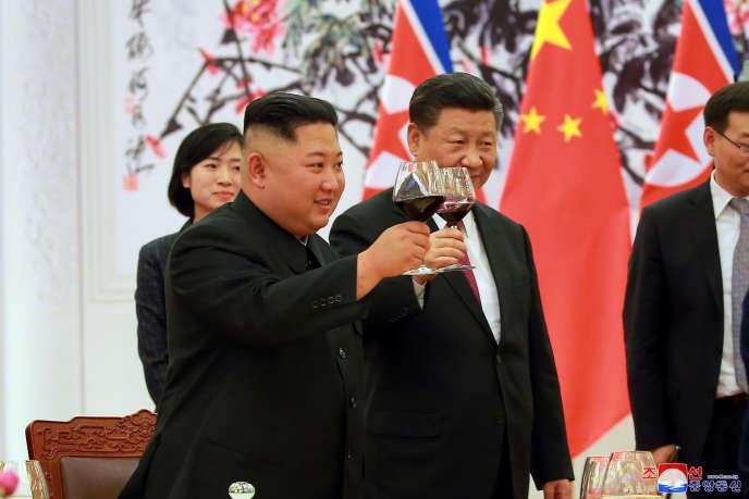 Kim Jong-un et Xi Jinping, le 19 juin à Pékin.