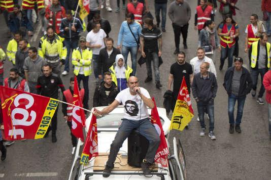 Des manifestants CGT d'EDF, à Marseille, le 22 mai.