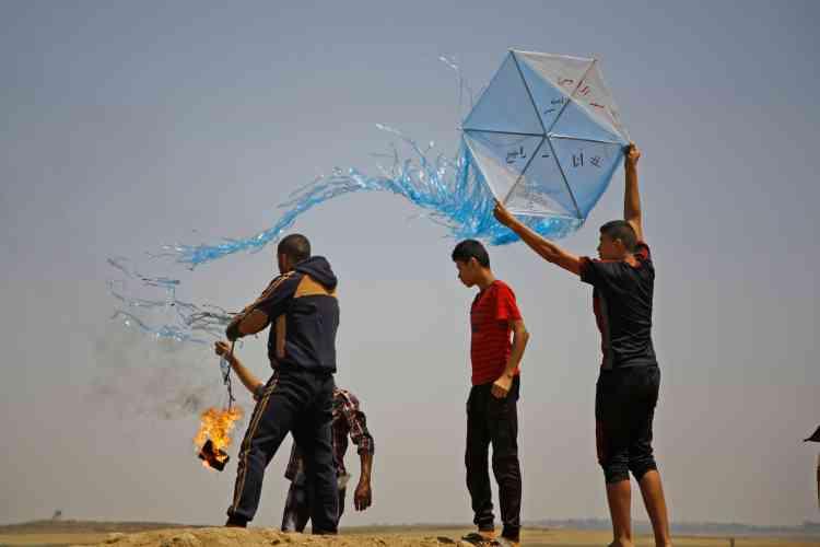 A Jabaliya, le 8juin. Si, pour beaucoup d'Israéliens, ce «terrorisme de cerfs-volants» témoigne d'une hostilité palestinienne implacable, pour les 2millions de Palestiniens enfermés dans la bande pauvre de Gaza, il permet de réagir et d'exprimerleur désespoir.