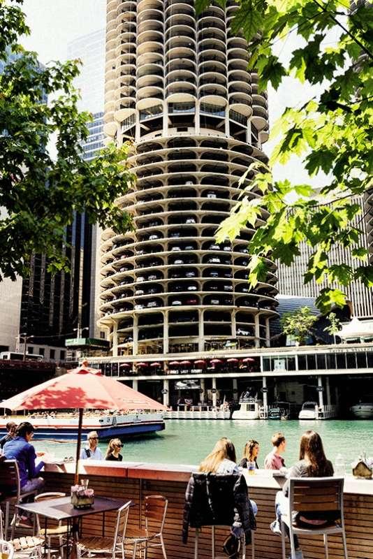Le bar City Winerysur les quais de la Chicago River