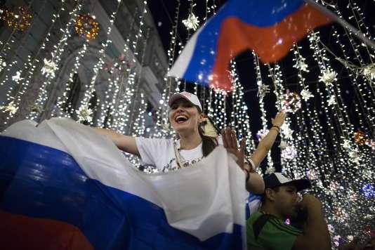Les supporteurs russes en liesse à Moscou après la victoire contre l'Egypte, le 20 juin.