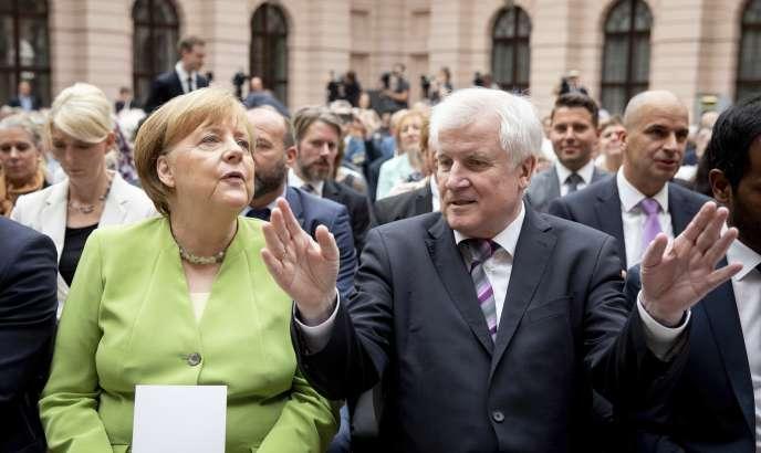 Angela Merkel et Horst Seehofer, ministre fédéral de l'intérieur et président de la CSU, à Berlin, le 20 juin.
