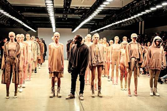 Kanye West pendant le défilé de sa marque Yeezy lors de la Fashion Week, à New York, le 16 septembre 2015.
