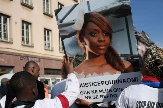 Des proches de Naomi Musenga défilent avec son portrait lors d'une marche blanche, le 16 mai, à Strasbourg.