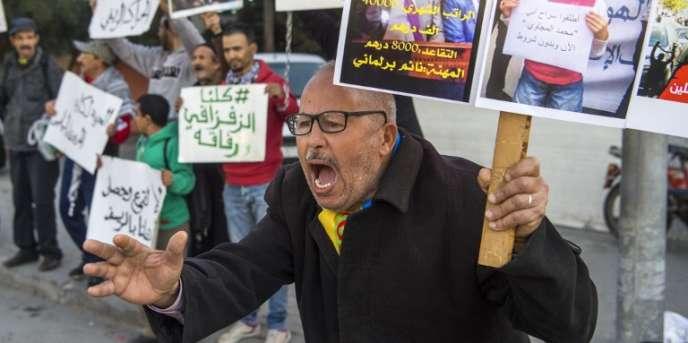 Un supporteur du« Hirak» demande la libération du leader du mouvement, Nasser Zefzafi, à Casablanca, le 5janvier 2018.