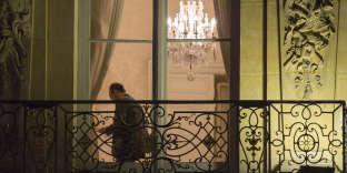 Edouard Philippe, premier ministre, en réunion de travail à l'hôtel de Matignon, le 2 novembre 2017. Il est 23 h 51.