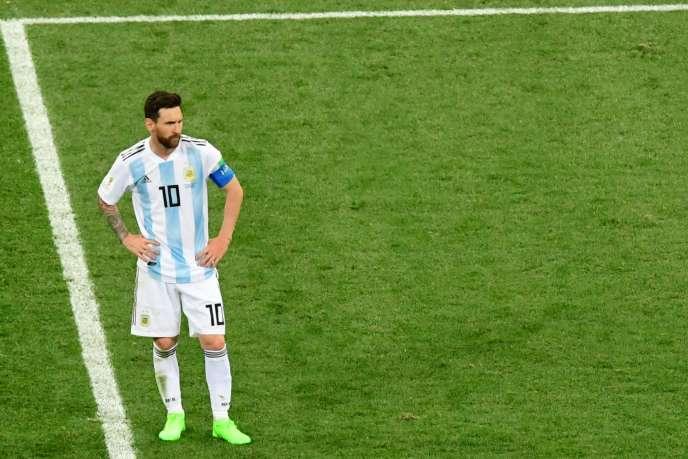 Mains sur les hanches, Messi est impuissant lors de la défaite 3-0 de l'Argentine contre la Croatie.