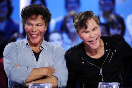 Igor et Grichka Bogdanov sur le plateau télévisé du «Grand Journal», le 20 octobre2010.