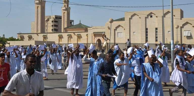 Manifestation à Nouakchott le 10 novembre 2017 contre la décision en appel de condamner à deux ans de prison le blogueur Mohamed Ould Cheikh Mkheitir jugé en première instance pour blasphème.