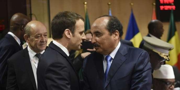 Les présidents français, Emmanuel Macron, et mauritanien, Mohamed Ould Abdel Aziz, lors de la conférence internationale de haut niveau sur le G5 Sahel à Bruxelles, le 23février 2018.