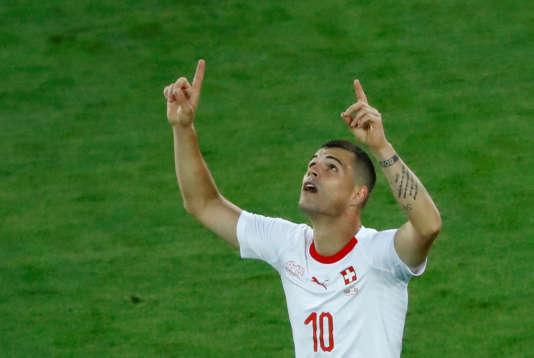 Granit Xhaka célèbre son but pour la Suisse, le 22 juin à Kaliningrad.