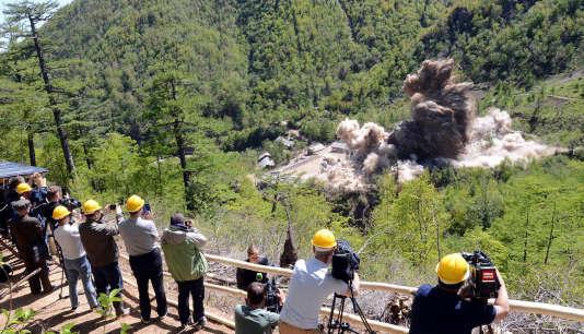 Photo de l'Agence de presse centrale coréenne (KCNA), le 25mai 2018, montrant la démolition de l'installation d'essais nucléaires de Punggye-ri en Corée du Nord.