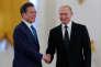 Avec le président sud-coréen, Moon Jae-in, le 22 juin à Moscou.