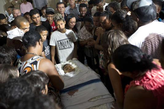 Veillée funéraire pour Marcos Vinicius, à Rio de Janeiro, le 21 juin.