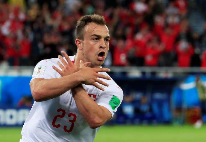 Le Suisse Xherdan Shaqiri célèbre son deuxième but lors de la rencontre contre la Serbie, au stade de Kaliningrad, en Russie, le 22 juin.