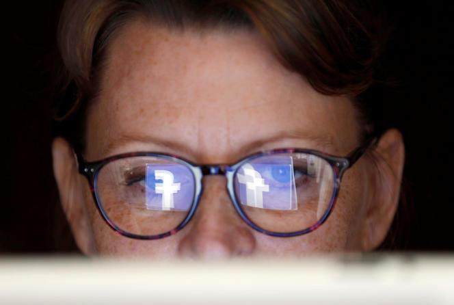 «L'athazagoraphobie se manifeste par la peur d'être ignoré sur les réseaux sociaux.»