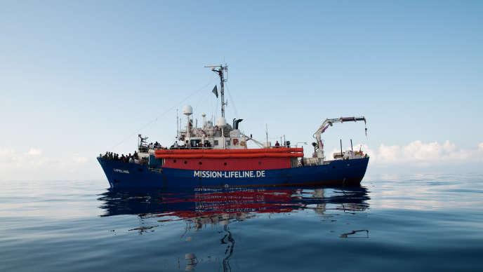 Le «Lifeline» en Méditerranée, le 22 juin.