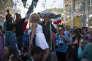 Un supporteur mexicain et une femme russe, rue Nikolskaïa, le 21 juin.