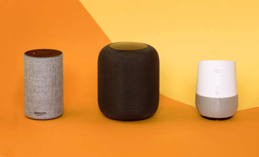 Les enceintes Echo d'Amazon, HomePod d'Apple et Home de Google.