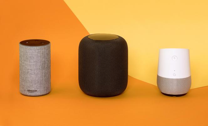 Les enceintes Echo d'Amazon, HomePod d'Apple et Home de Google.