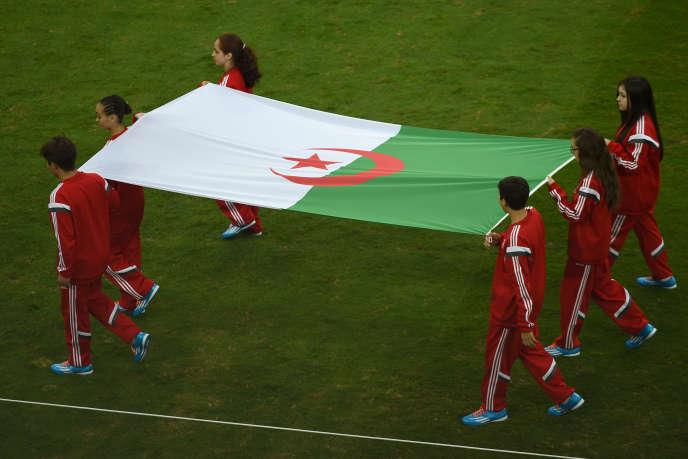 Le drapeau de l'Algérie avant un match contre la Russie, le 26juin à Curitiba (Brésil).