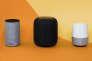 «Les assistants vocaux, aux Etats-Unis, auraient déjà conquis 20 % du marché des requêtes sur Internet» (Photo: enceintes connectées Apple HomePod, Google Home, Amazon Echo).