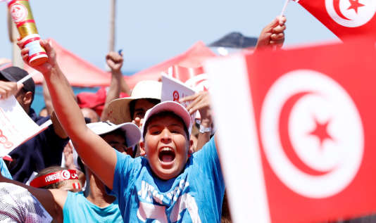 Fans react before the broadcast of the FIFA World Cup Group G soccer match between Tunisia and Belguim, in Tunis, Tunisia, June 23, 2018.