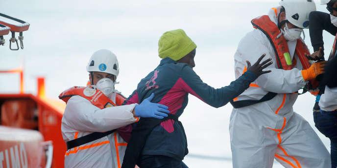 Quelque 12155migrants sont ainsi arrivés en Espagne entre le 1er janvier et le 20 juin. Sur cette période, 292migrants sont morts en tentant d'atteindre les côtes espagnoles.