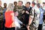 Emmanuel Macron rencontre des militaires blessés aux Invalides, le 23 juin à Paris.