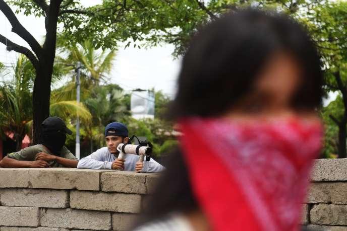 Des étudiants ont érigé des barricades à Managua, le 23 juin.